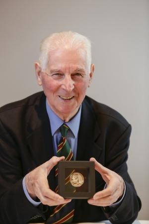 Degussa Walter Eschweiler Wembley Medaille im Rahmen
