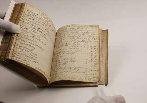 Restauriertes Buch der Goldschmiedebruderschaft